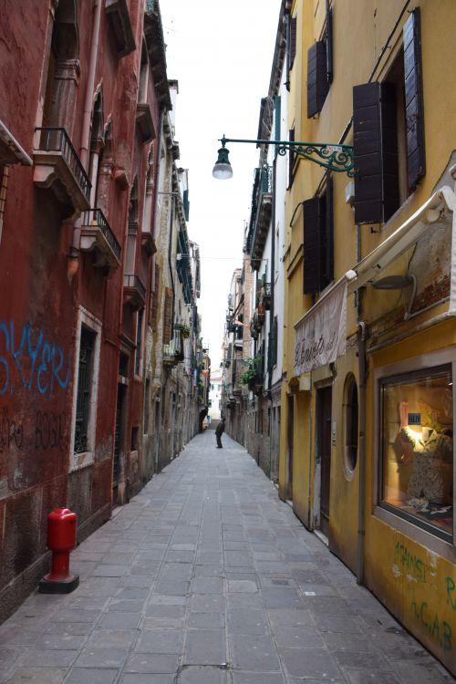 Narrow street Venice
