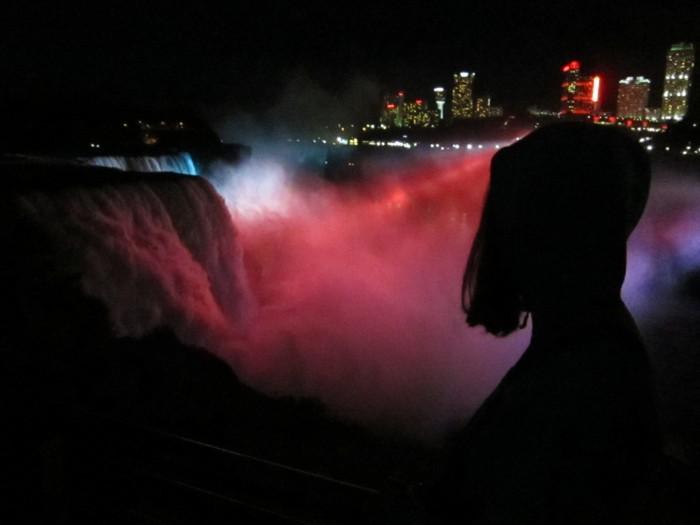 Niagara_falls_at_night