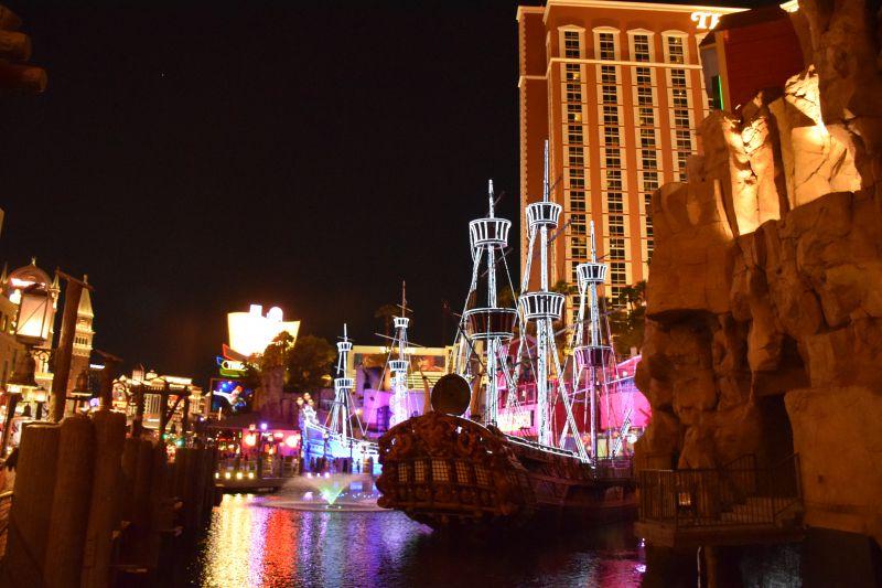 Las_Vegas_attraction