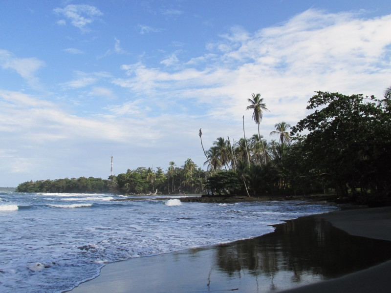 Cahuita black beach