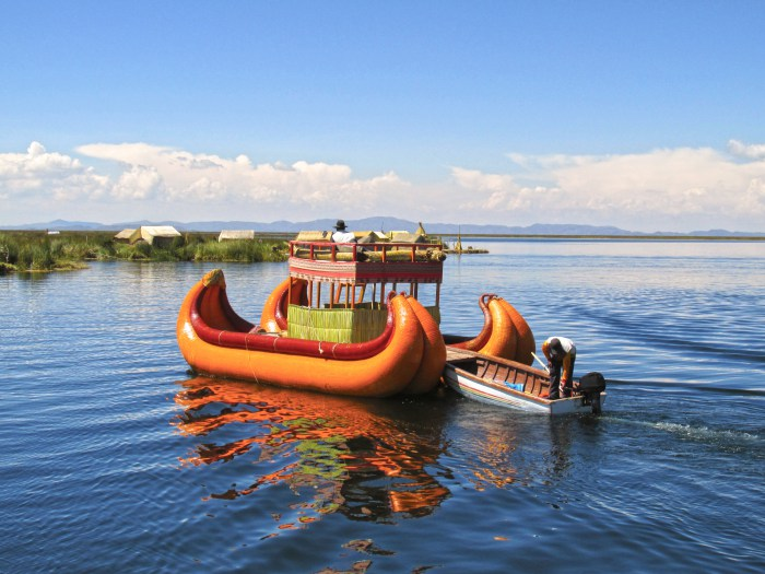 reed boat lake titicaca