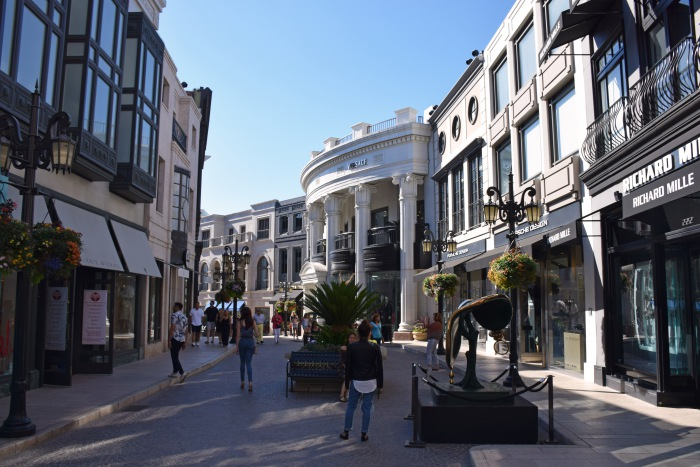 Rodeo Drive LA rich district